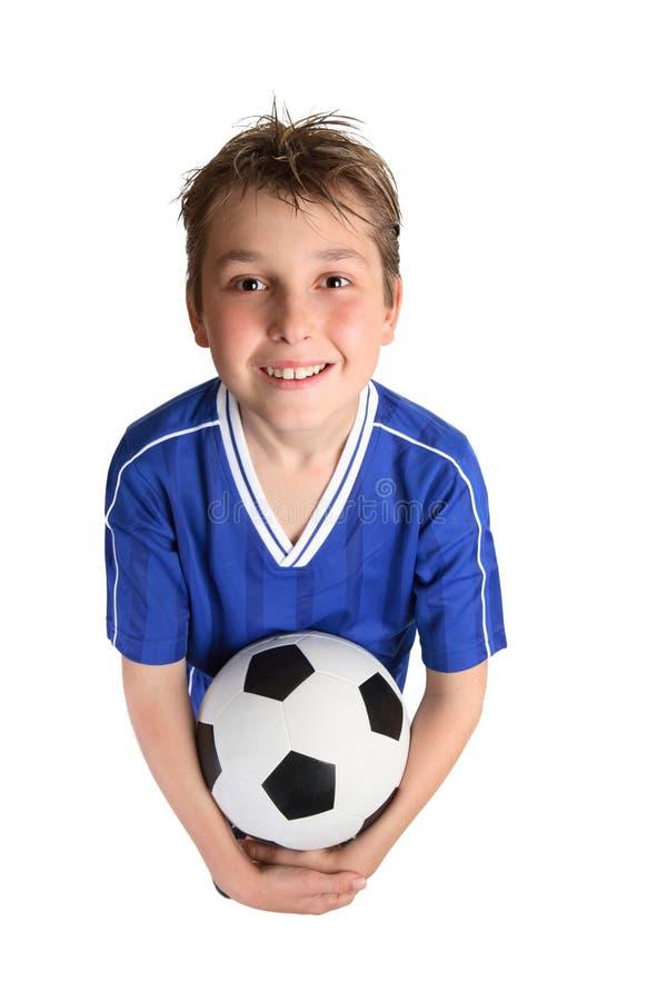 Esfera de futebol da terra arrendada do menino fotos de stock royalty free