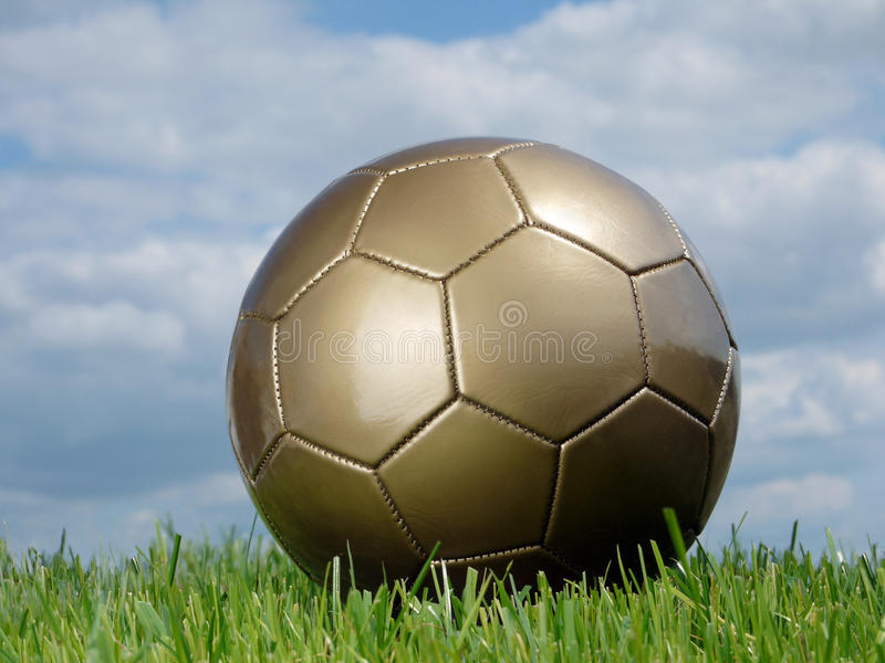 Esfera de futebol dourada imagem de stock