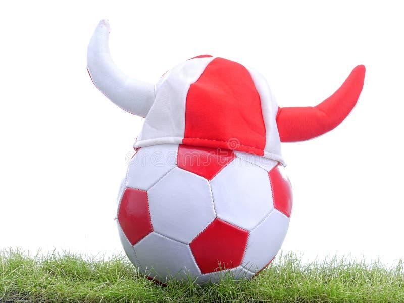Esfera de futebol e Viquingue; tampão de s fotografia de stock royalty free