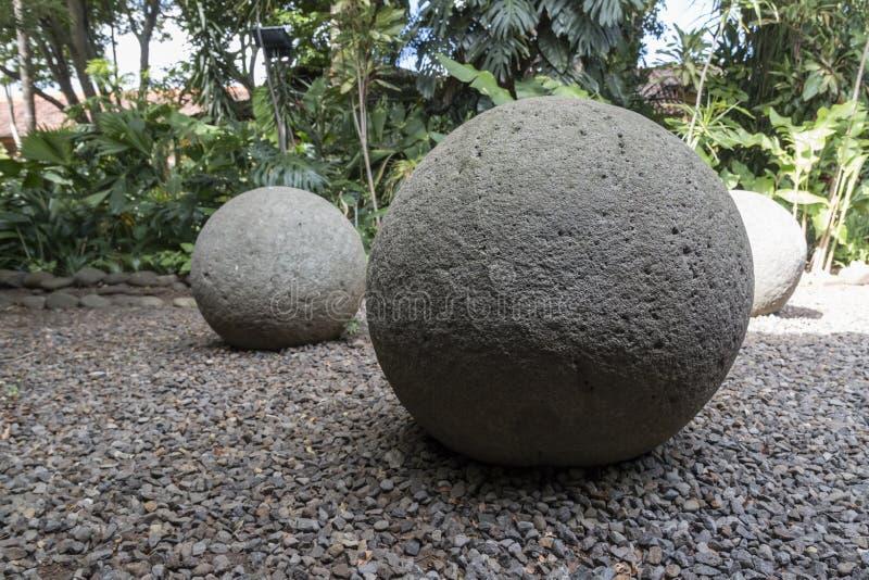 Esfera de piedra precolombina antigua de Costa Rica imágenes de archivo libres de regalías