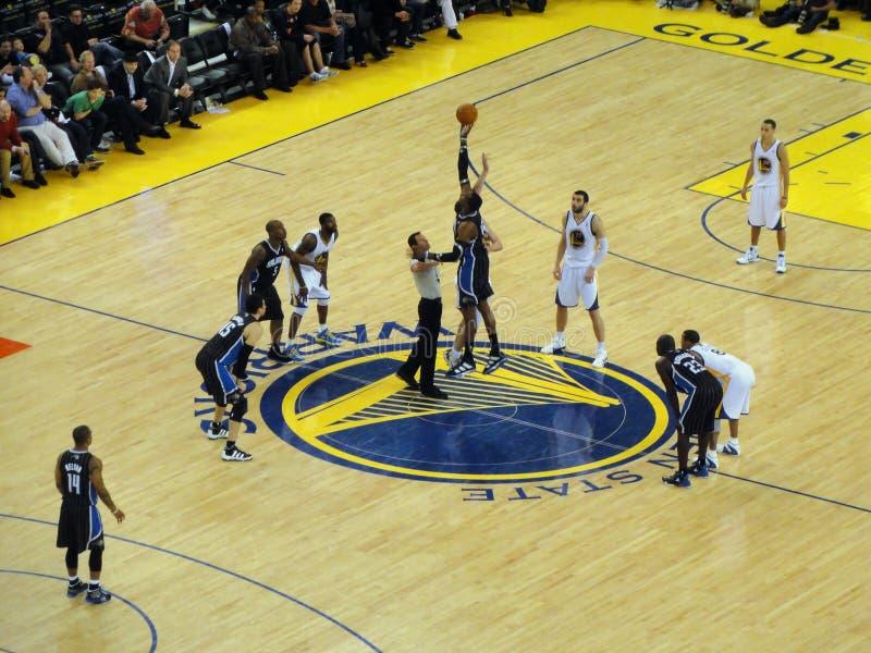 Esfera de salto com Magics Dwight Howard foto de stock
