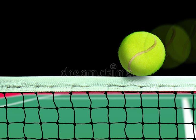 Esfera de tênis na rede fotografia de stock