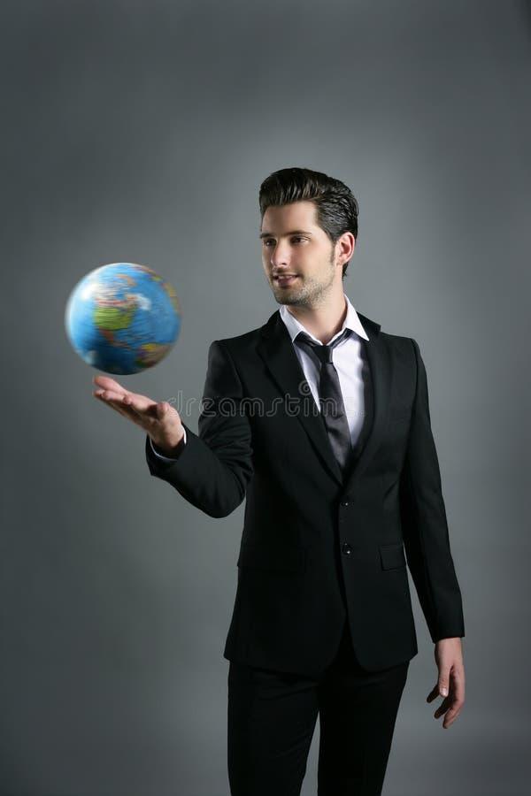 Esfera do mapa do globo do mundo na mão do homem de negócios foto de stock royalty free