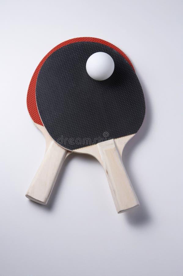 Esfera do pong da raquete e do sibilo de tênis da tabela foto de stock royalty free