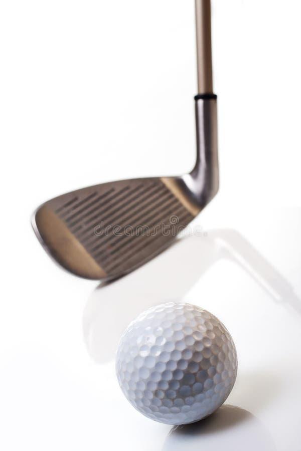 Esfera e clube de golfe fotografia de stock royalty free