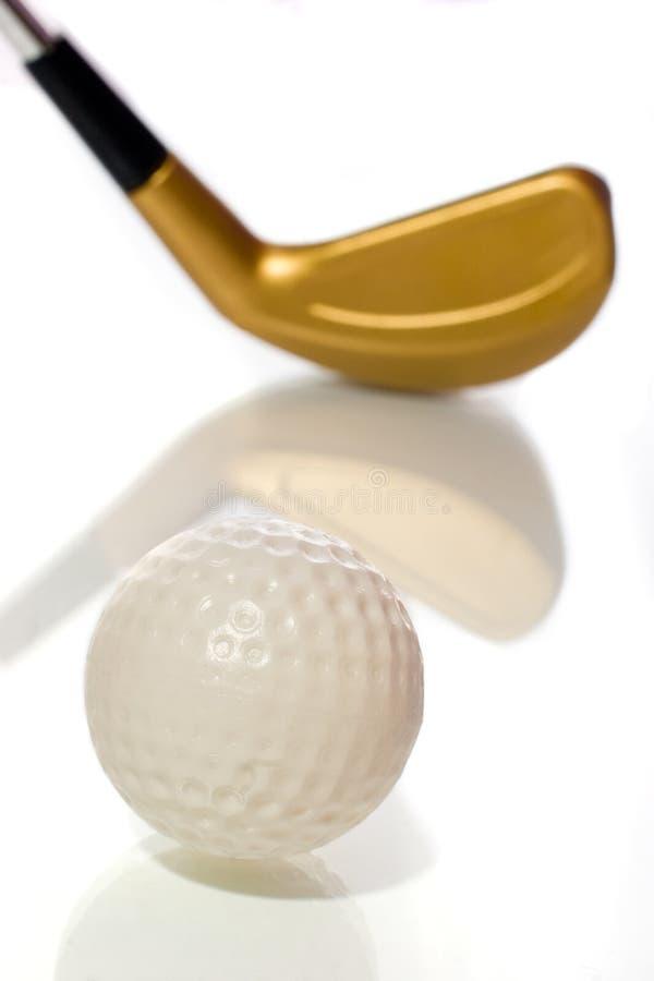 Esfera e clube de golfe com reflexão foto de stock