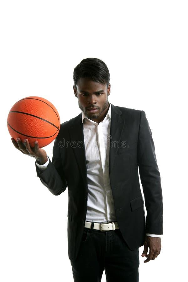 Esfera nova do basquetebol do homem de negócios do americano africano foto de stock royalty free