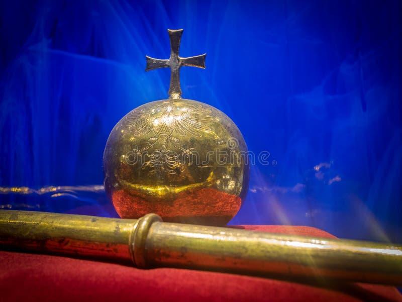 Esfera velha com cruz e cetro fotos de stock royalty free