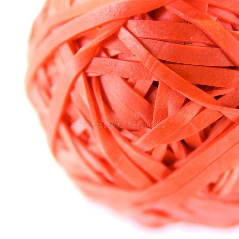 Esfera vermelha da faixa de borracha fotografia de stock