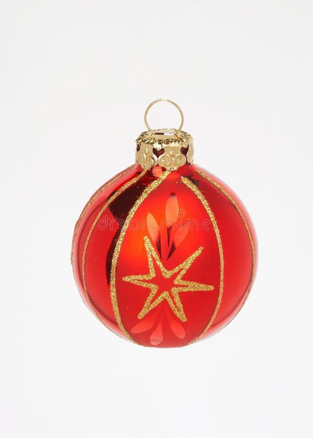 Esfera vermelha do Natal com estrela - proa rote do mit do weihnachtskugel fotografia de stock