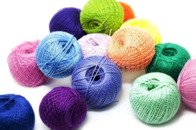 Esferas brilhantes de linhas do algodão fotos de stock