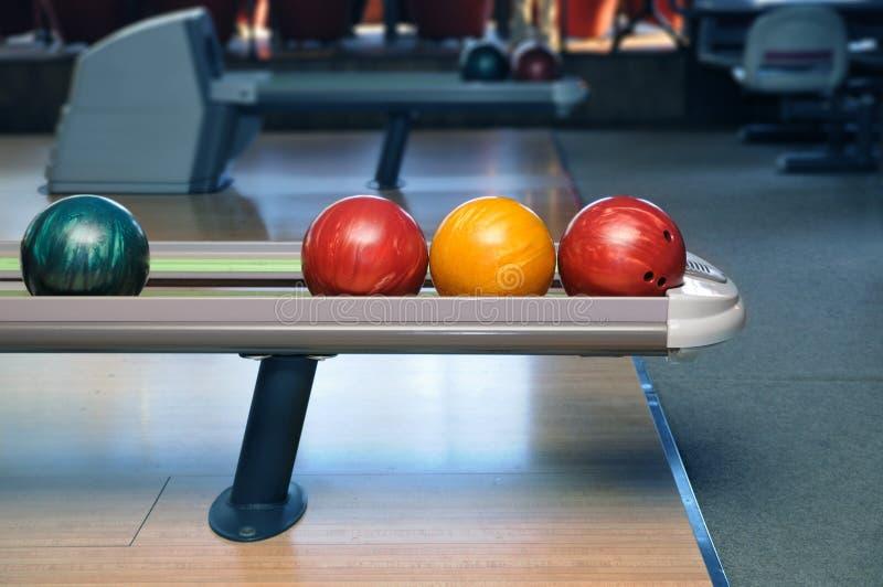 Download Esferas de bowling imagem de stock. Imagem de lazer, formulário - 16871519