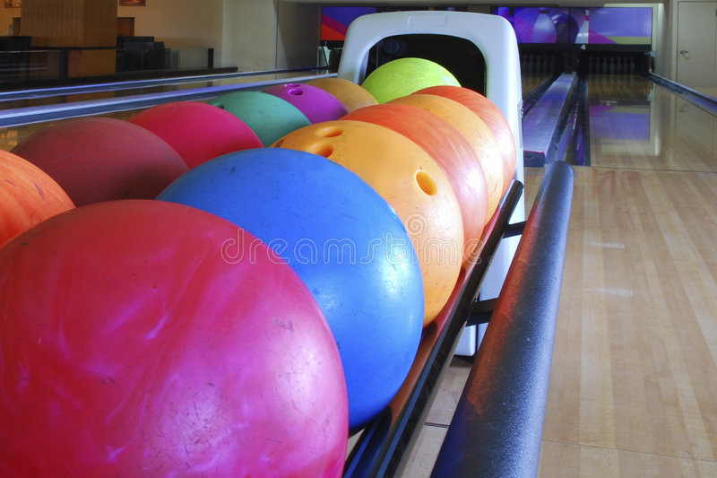 Esferas de bowling do Close-up foto de stock royalty free