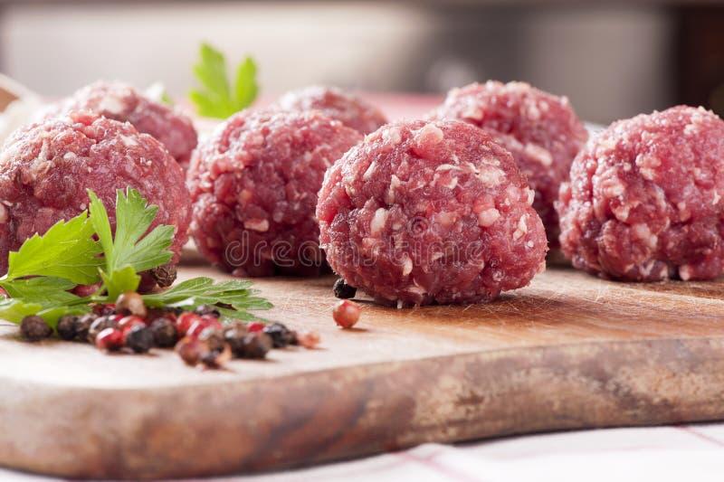 Esferas de carne crua imagens de stock royalty free