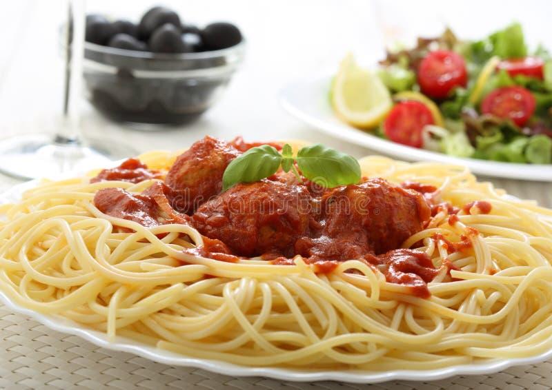 Esferas de carne do espaguete com tomate imagens de stock royalty free