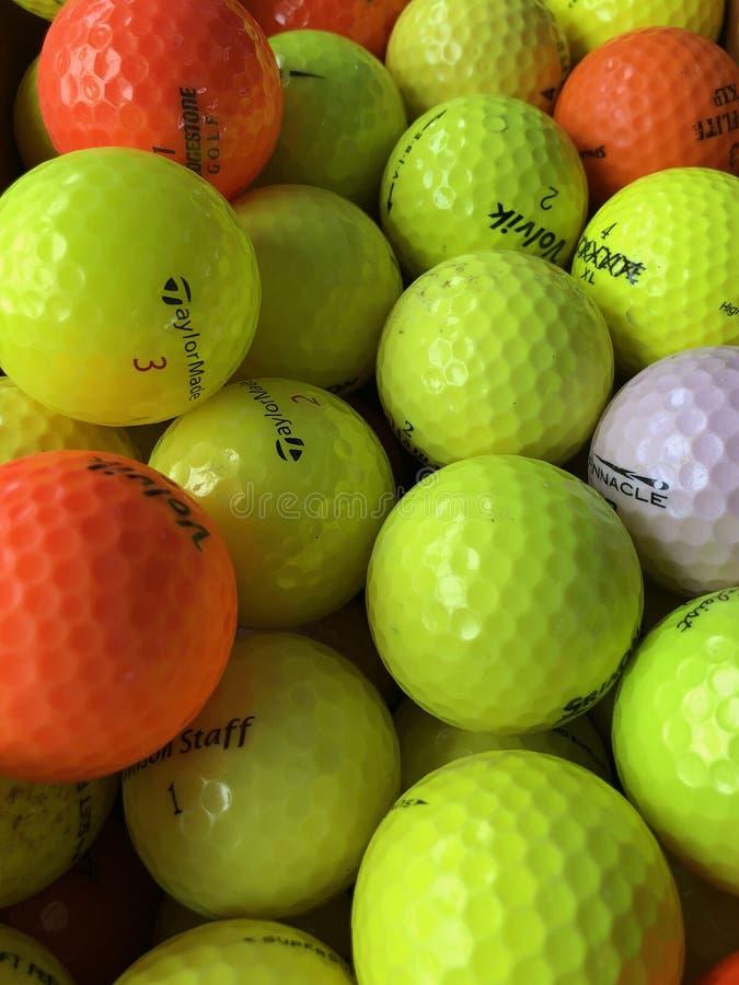 Esferas de golfe coloridas foto de stock royalty free