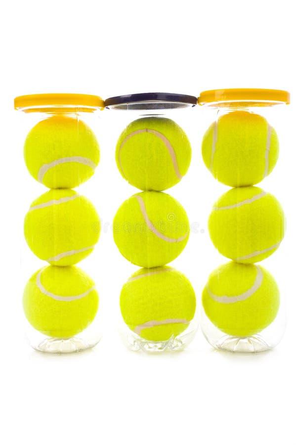 Esferas de tênis no branco fotos de stock