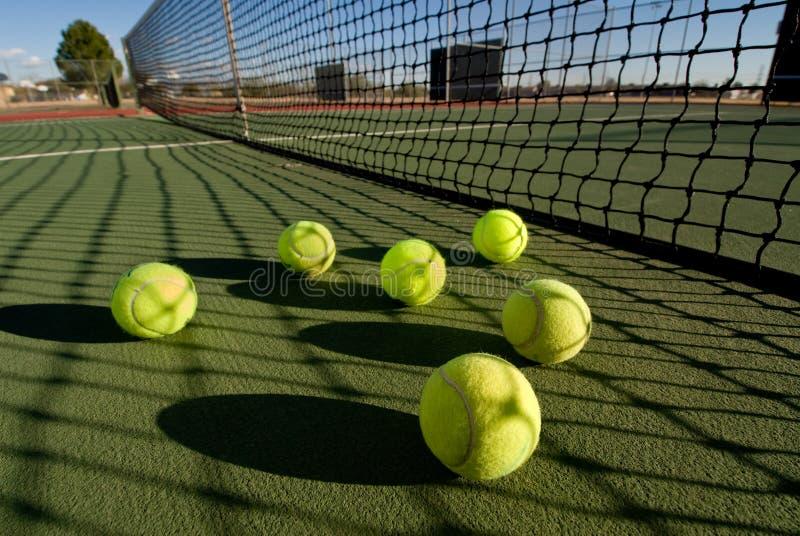 Esferas e corte de tênis imagem de stock royalty free