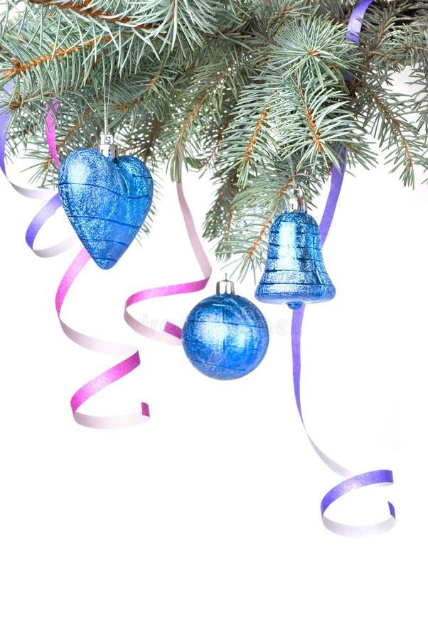 Esferas e decoração do Natal na filial de árvore do abeto fotos de stock royalty free