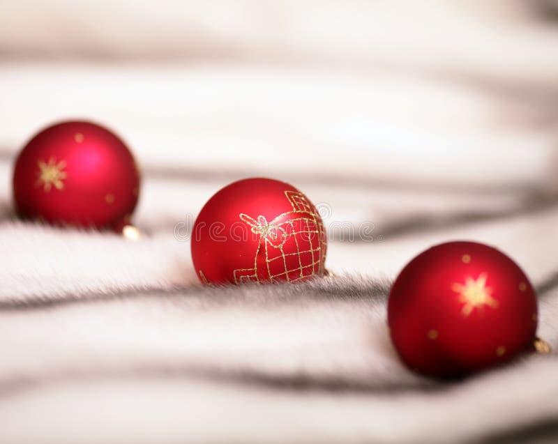 Download Esferas Vermelhas Da Decoração Do Natal Foto de Stock - Imagem de feriado, cartão: 16872558