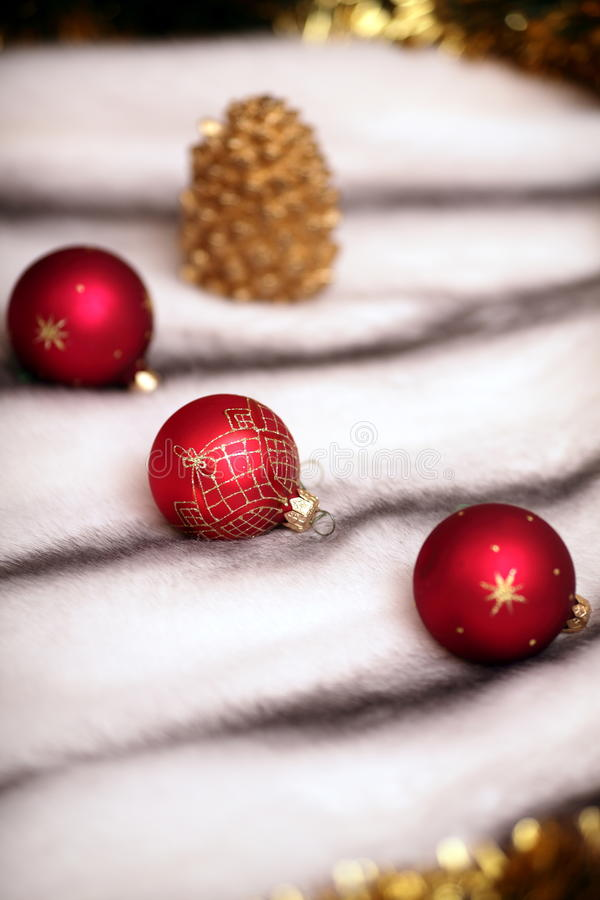 Download Esferas Vermelhas Da Decoração Do Natal Imagem de Stock - Imagem de comemore, festive: 16872677