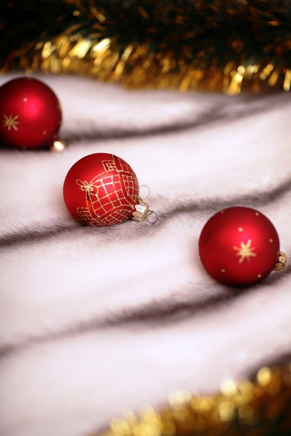 Download Esferas Vermelhas Da Decoração Do Natal Foto de Stock - Imagem de comemore, fundo: 16872736