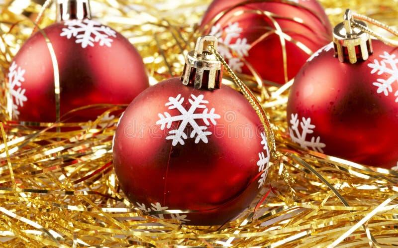 Download Esferas vermelhas do Natal foto de stock. Imagem de dourado - 16874526