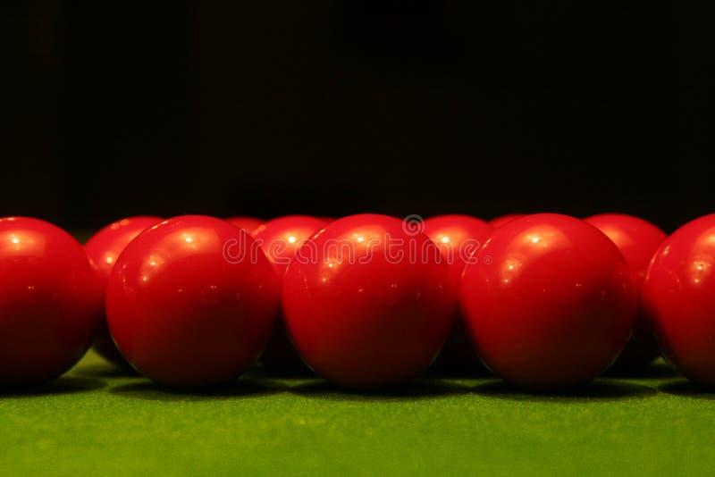 Esferas vermelhas do snooker fotografia de stock