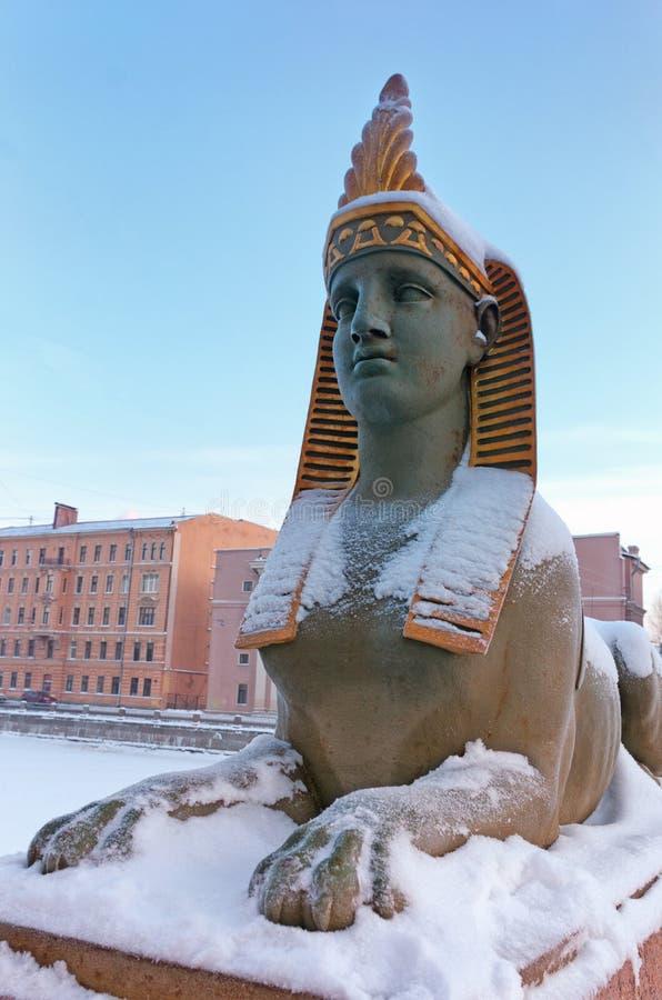 Esfinge cerca del puente egipcio sobre el río de Fontanka, St Petersburg, Rusia fotos de archivo libres de regalías