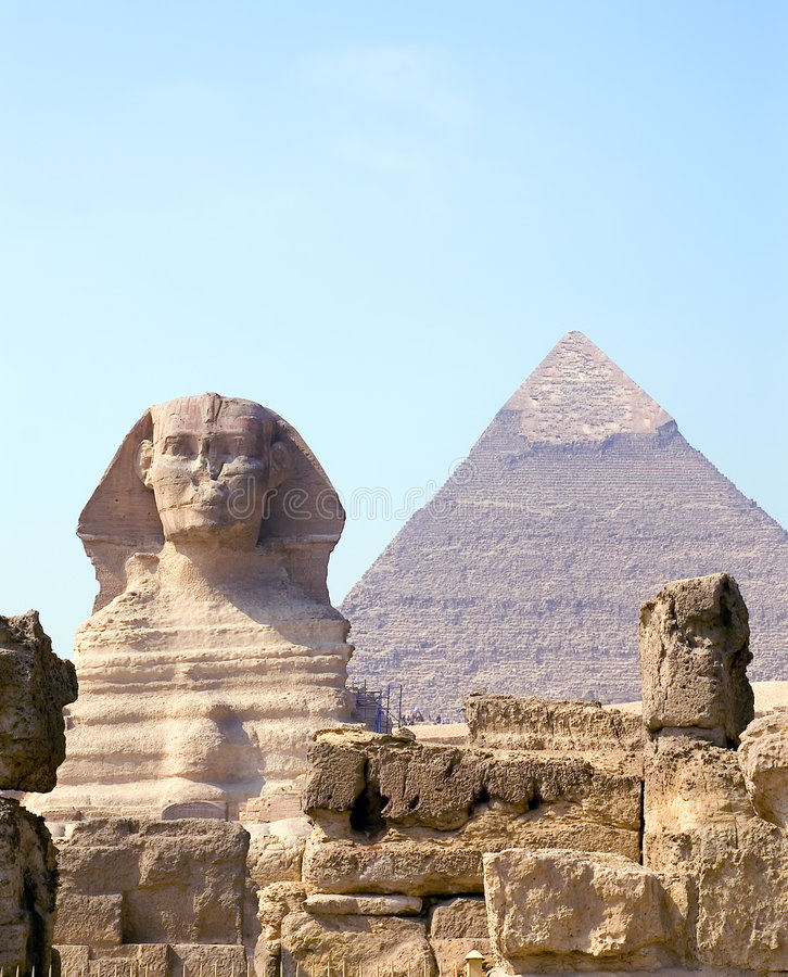 Esfinge y pirámide imagen de archivo libre de regalías