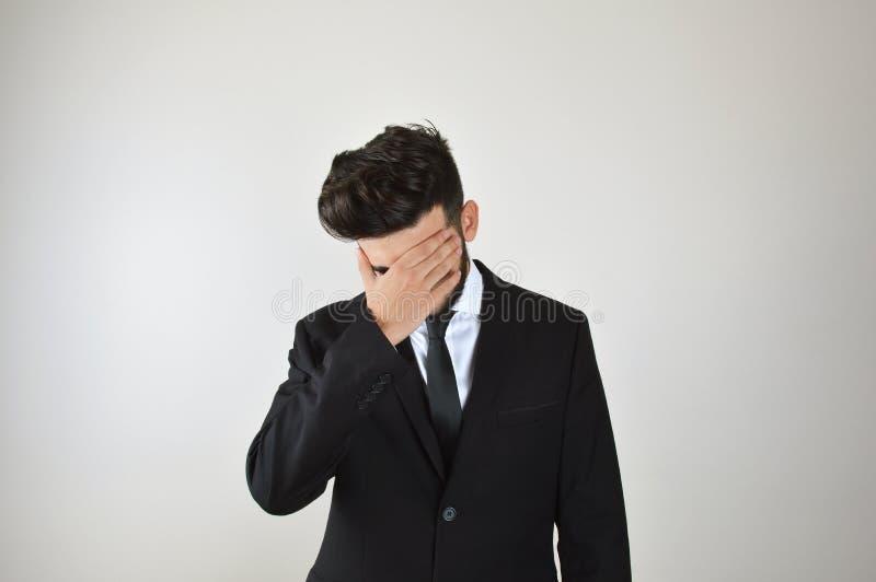 Esforço emocional do homem de negócios novo e furado imagem de stock