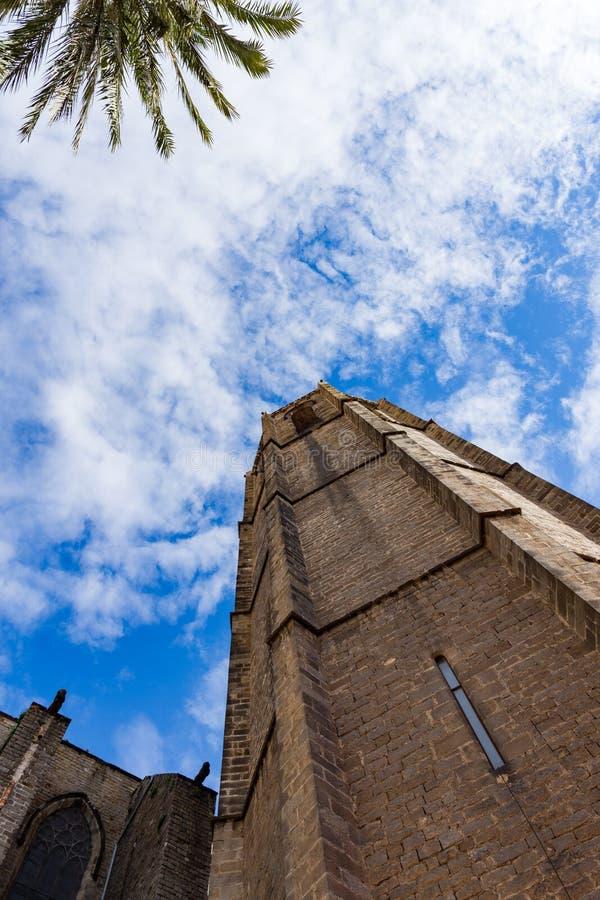 Esglesia de Santa Maria del PI, detalj av det forntida tornet Barcelona royaltyfria bilder