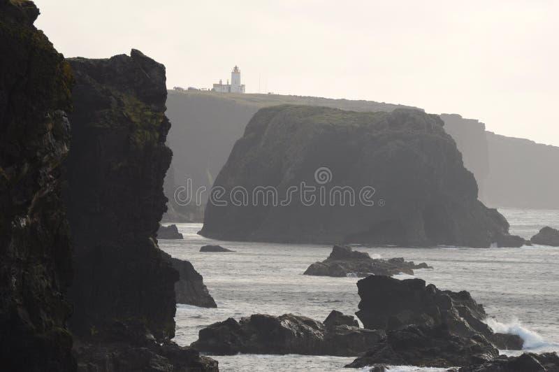 Eshaness falezy i latarnia morska fotografia stock