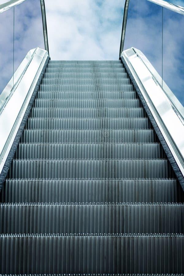 Eskalator przejażdżki w niebie obrazy stock