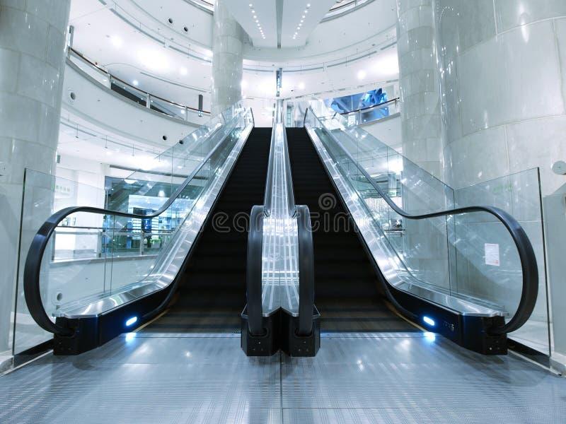 Download Eskalatoru Wydziałowy Sklep Obraz Stock - Obraz złożonej z nowożytny, eskalator: 13340817
