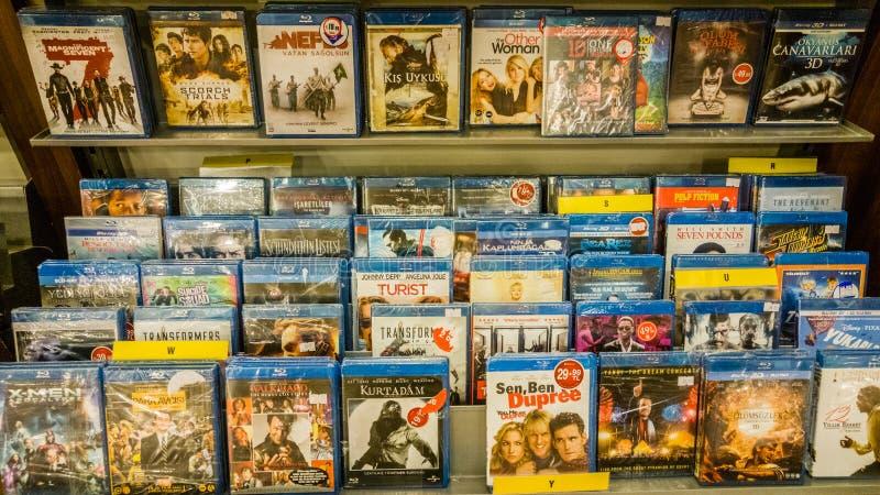 Eskisehir, die Türkei - 11. August 2017: Filme auf Anzeige in Unterhaltungszentrum in Eskisehir lizenzfreie stockfotografie