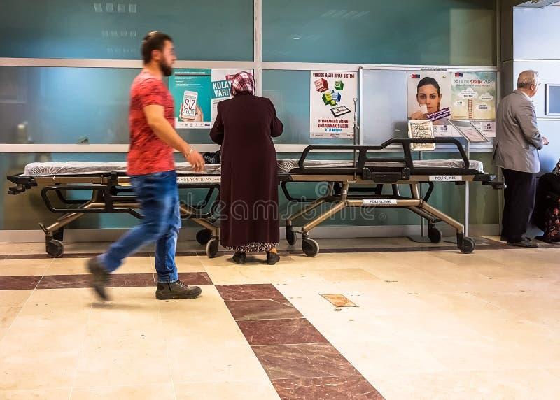 Eskisehir, Turkije - Maart 28, 2017: Lege brancard in het ziekenhuis stock foto