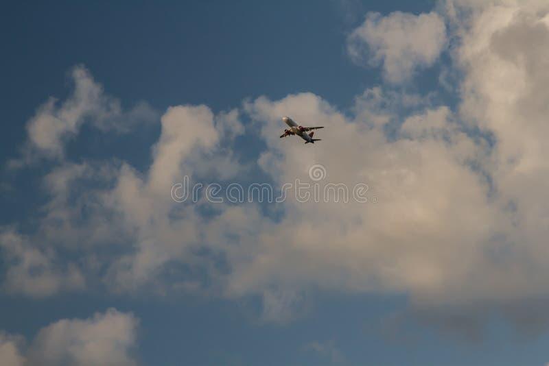 Eskortuj? samoloty b??kitna wysoko?? fotografia royalty free