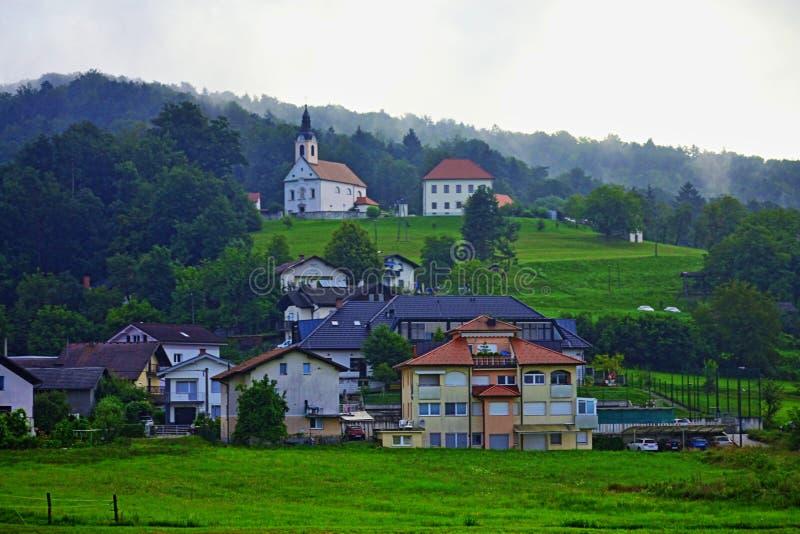 Eslovênia cênico Europa da opinião do cenário pastoral dos subúrbios de Ljubljana imagens de stock