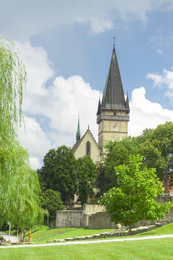 Eslovaquia, Bardejov, St Egidius Basilica, verano fotografía de archivo