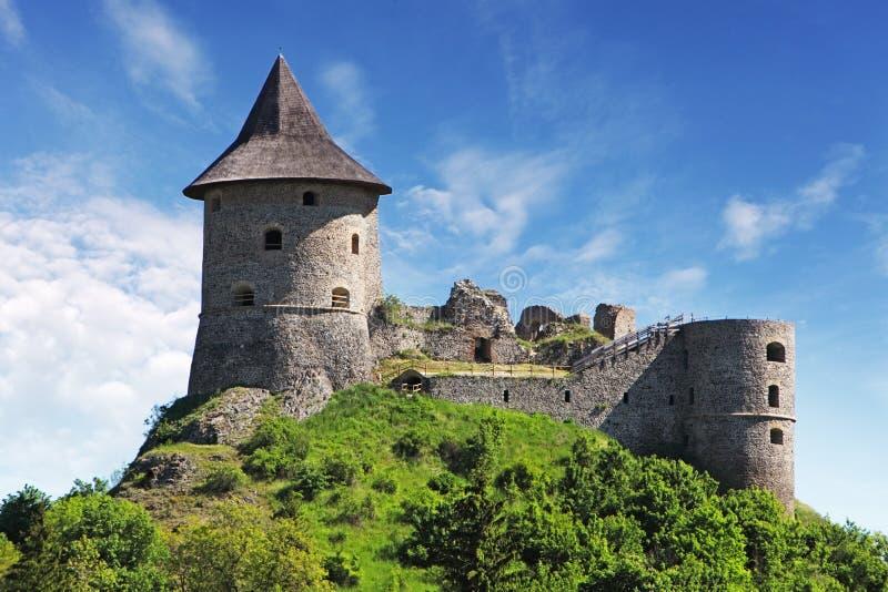 Eslovaquia - ruina del castillo Somoska fotografía de archivo
