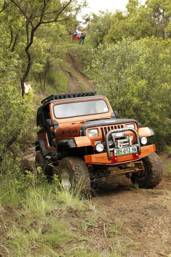 Esmagamento Jeep Wrangler Off-Roader bege V8 imagem de stock