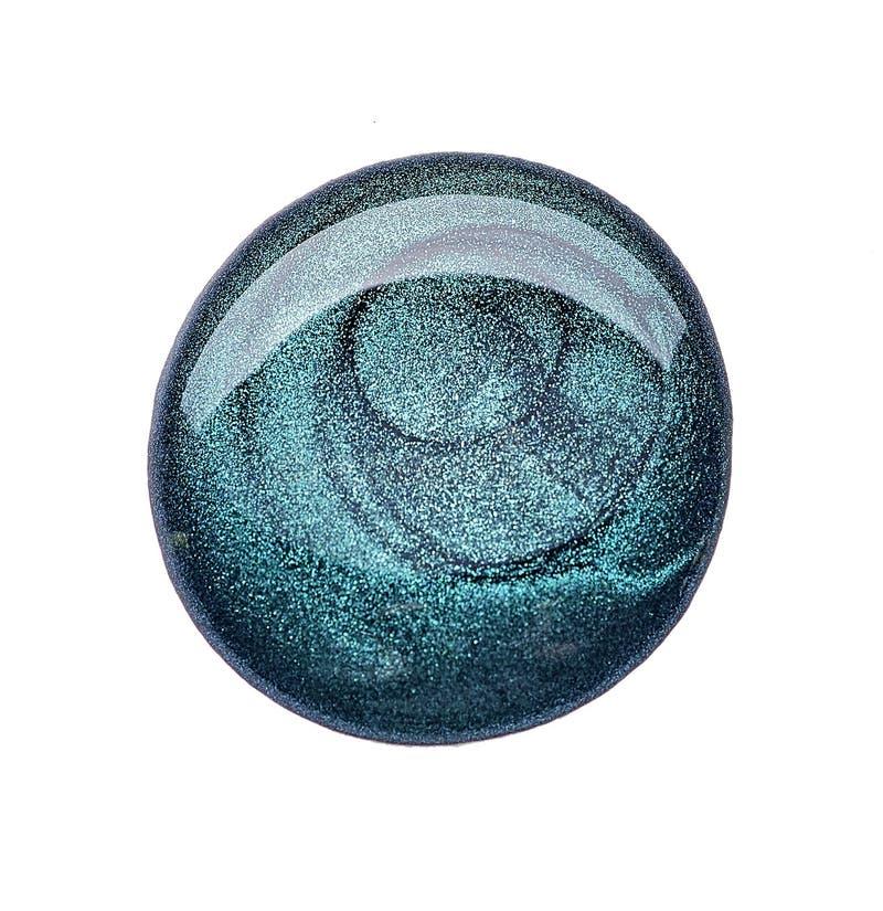 Esmalte de uñas del color de moda del verde esmeralda imagenes de archivo