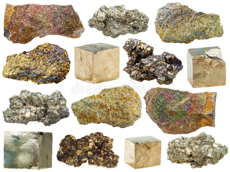Espécimes das rochas da pirite isoladas no branco imagem de stock
