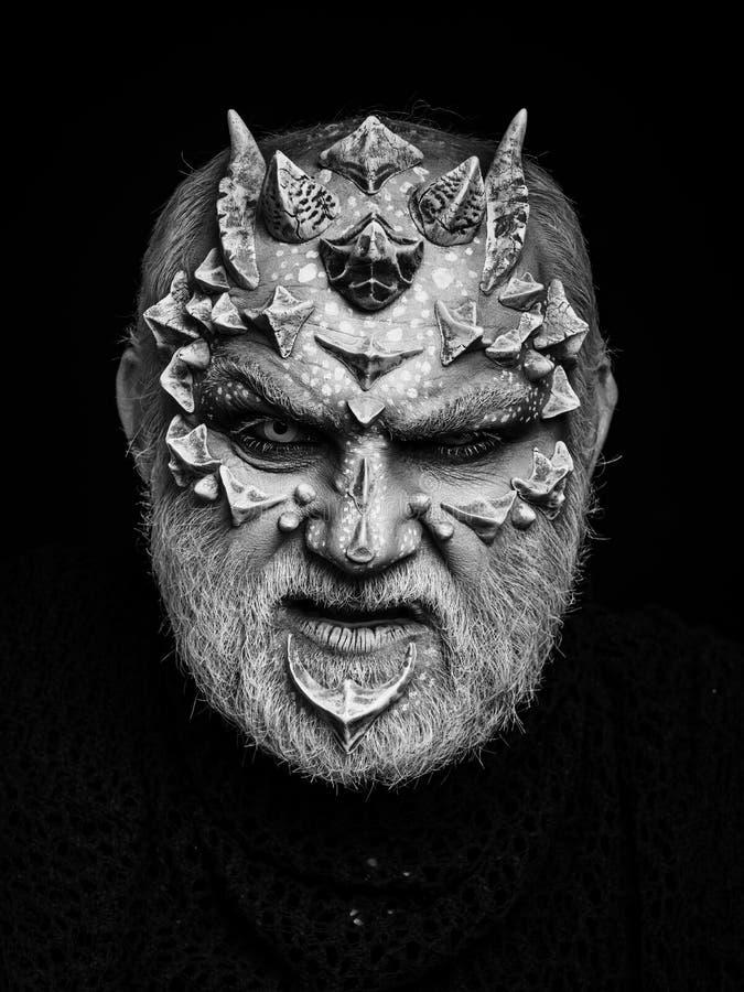 Espírito da cara do monstro da floresta com olhar mau dos olhos brancos imagens de stock