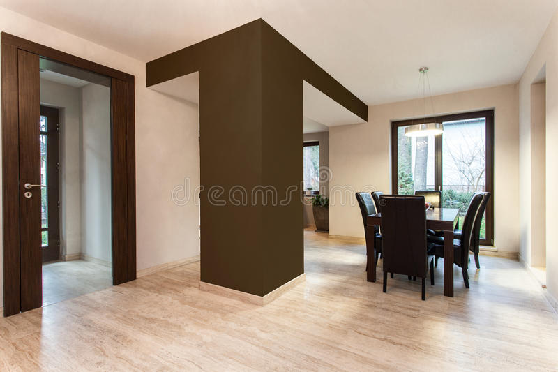 Espaço aberto no apartamento novo imagem de stock royalty free