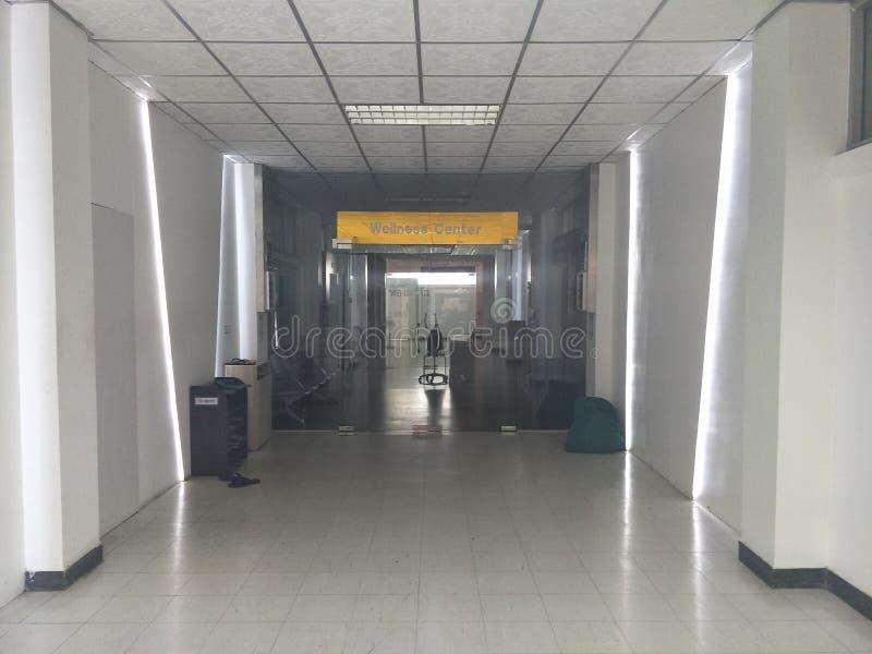 Espaço, caminhos, salas e portas da construção nos hospitais foto de stock royalty free