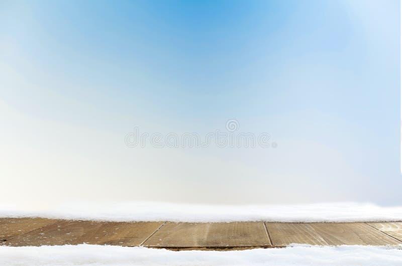 Espaço e tabela azuis do fundo do xmas com neve fotografia de stock royalty free