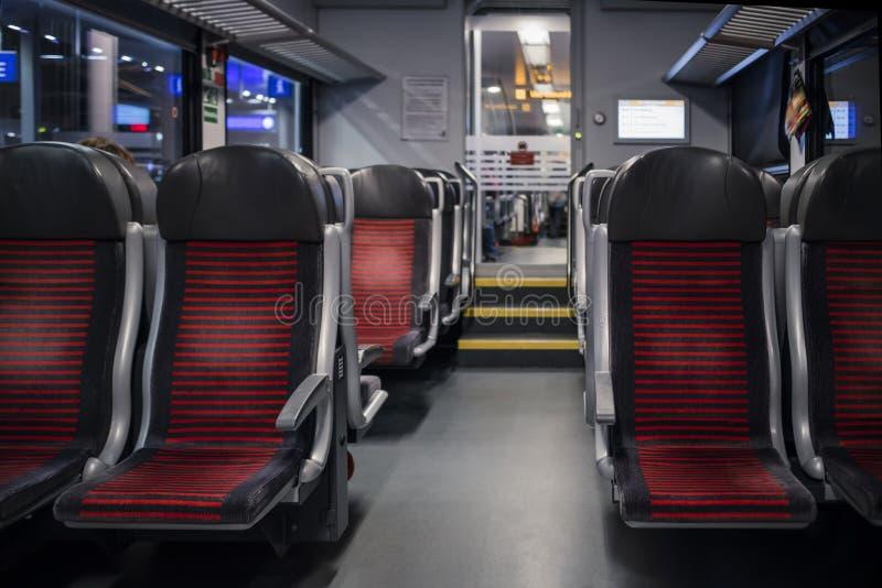 Espaço vazio da parte traseira vermelha da cadeira, compartimento interno fotos de stock