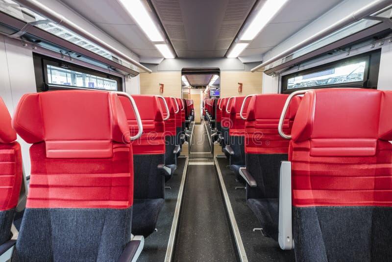 Espaço vazio da parte traseira vermelha da cadeira, compartimento interno foto de stock royalty free